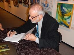 Pierre Lambert dédicaçant son livre