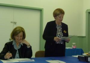 La secrétaire trésorière Jocelyne Bienvenue et la présidente, Antoinette Leroux.